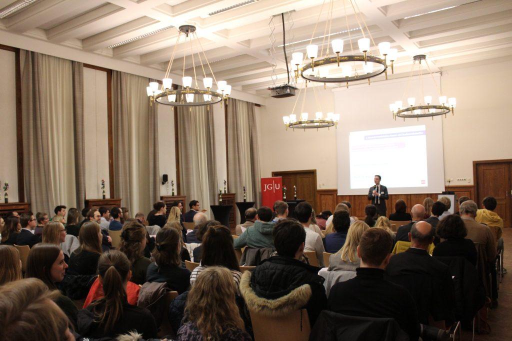 Foto-Mayence-Intervention-Fotos-Welc0m3-Recht-und-Wirtschaft-JGU
