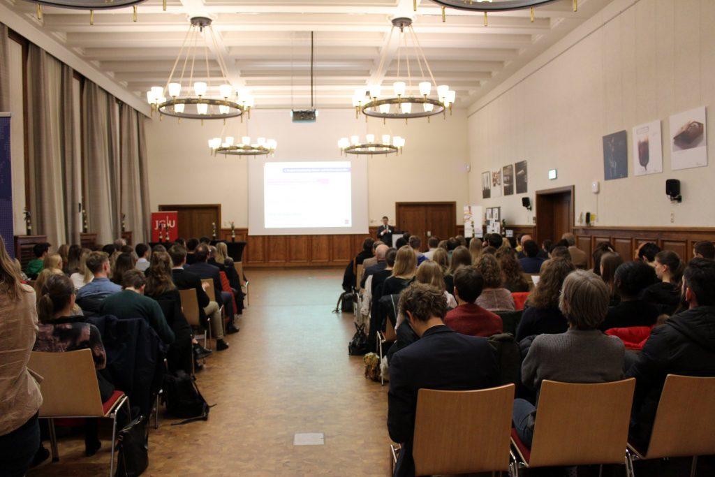 Foto-Mayence-Intervention2-Fotos-Welc0m3-Recht-und-Wirtschaft-JGU